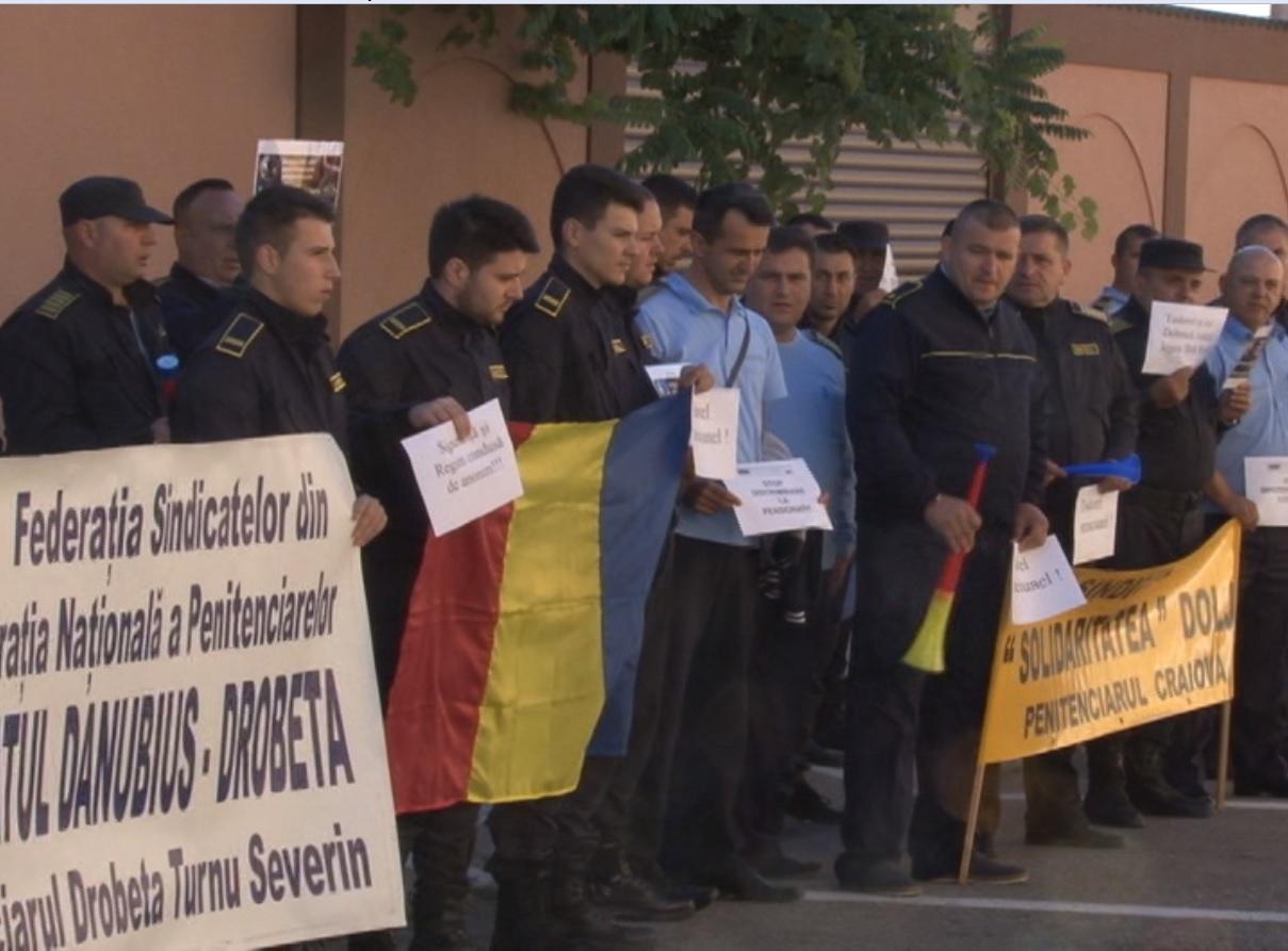 PROTEST LA PENITENCIARUL SEVERIN
