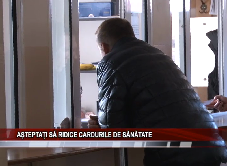 AȘTEPTAȚI SĂ RIDICE CARDURILE DE SĂNĂTATE
