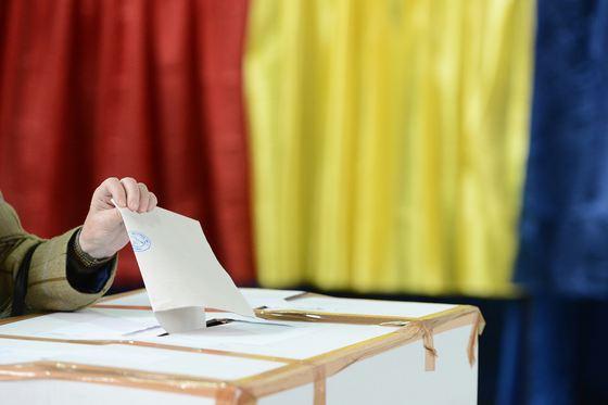 SECŢII DE VOTARE SEPARATE PENTRU REFERENDUM ŞI EUROPARLAMENTARE