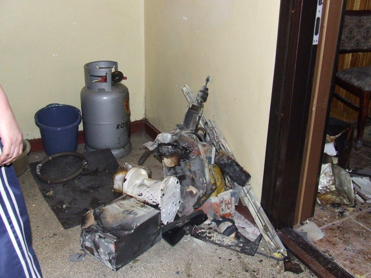 Explozie într-un apartament din Turnu Severin. Pompierii au reuşit să stingă incendiul care a urmat