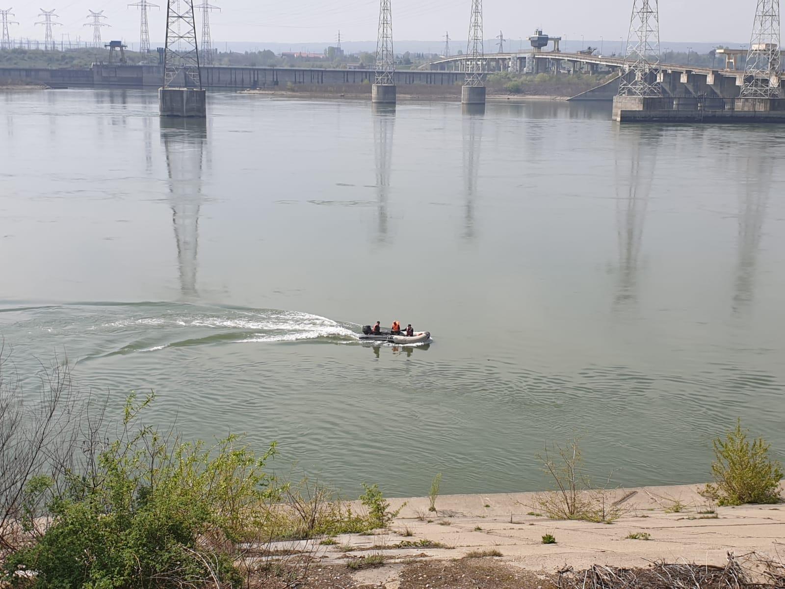 Un bărbat înecat este căutat de pompieri în apropierea hidrocentralei Porțile de Fier II