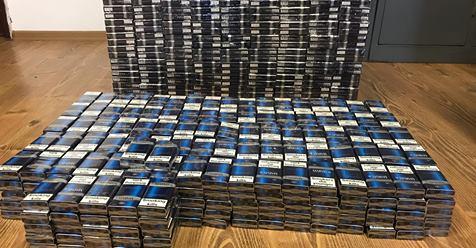 Peste 6.000 de țigări netimbrate descoperite de polițiști la Tâmna