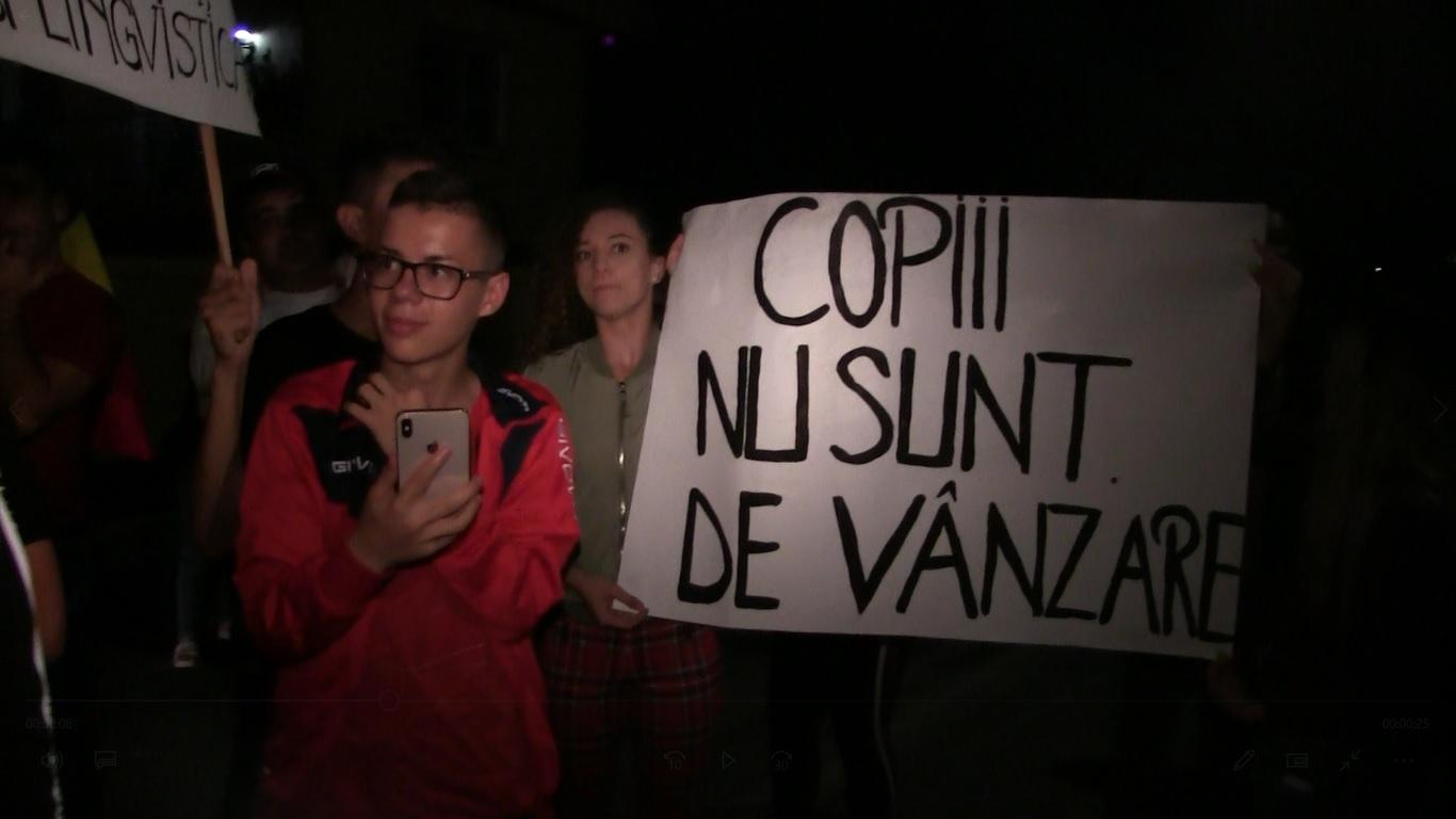 PROTEST DE AMPLOARE ÎN SPRIJINUL SORINEI, FETIȚA CARE A FOST LUATĂ CU FORȚA