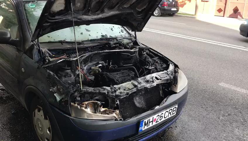 AUTOTURISM CUPRINS DE FLĂCĂRI