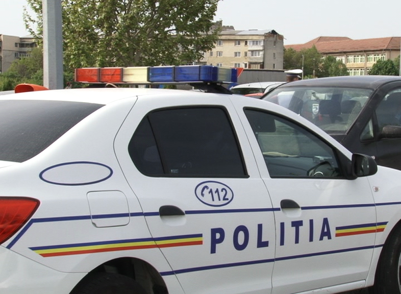 Doi tineri au fost reţinuţi pentru lovire